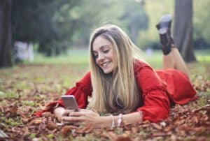 girl texting to get paid for sext text / chat